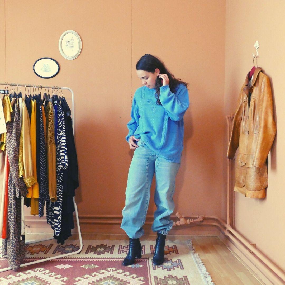 vintage blauwe trui en jeans